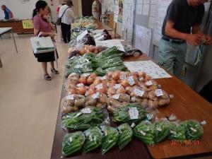 01 野菜販売直前 10:00前